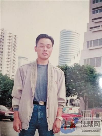 入狱前的杨明,还是个腰板挺直的小伙子.图片